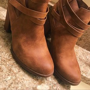 Shoes - Camel color booties